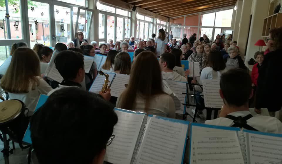 Concerto degli allievi della scuola di musica alla casa di riposo di Tolentino